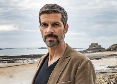 """Das Erste / """"Kommissar Dupin"""": Pasquale Aleardi als Monsieur le Commissaire in seinem neuen Fall """"Bretonische Spezialitäten"""" am 6. Mai um 20:15 Uhr"""