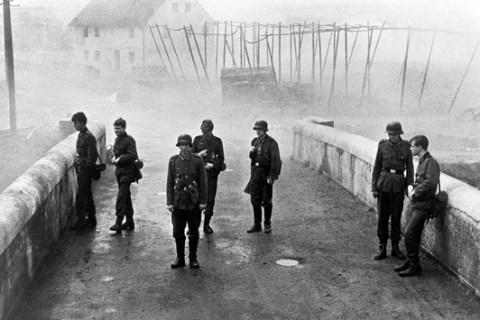 """3sat zeigt den Antikriegsfilm """"Die Brücke"""" und weitere Filme anlässlich des Kriegsendes vor 76 Jahren"""