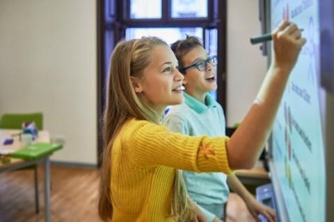 DEVK verlost 200 Spenden à 10.000 Euro für digitale Schulausstattung