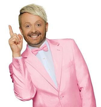 """""""Flamingo"""" Ross Antony rollt den Vorabend in SAT.1 neu auf: """"Rolling – Das Quiz mit der Münze"""" startet am 10. Mai 2021 um 18:00 Uhr"""