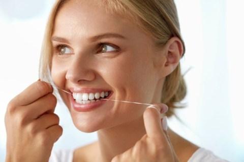Expertentipp: Strahlendes Lächeln und gesunder Biss ein Leben lang – mit der richtigen Zahnvorsorge