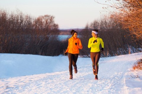 Draußen Sport treiben: Tipps für die kalte Jahreszeit / Funktions-Kleidung, Aufwärmen und Dehnen sind jetzt besonders wichtig
