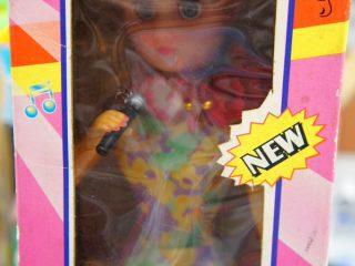 「電源オフなのに動きました」リサイクルショップで売られている人形が不思議すぎる