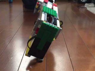 発想が天才的!レゴで「全自動の機関銃」を作った強者が現る