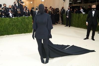 Ким Кардашиян беше напълно черна.