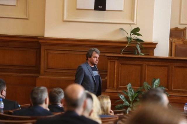 """Зам.-шефът на """"Има такъв народ"""" Тошко Йорданов очаква протестните партии да припознаят приоритетите на кабинета и да гласуват за него."""