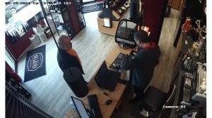 Петко Петков изпраща до медиите записи как купува ром и пури за Пламен Узунов (Видео)