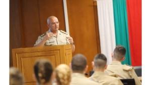 Ген.  Мутафчик бъдещи военни лекари: нека поговорим за ползите от ваксините