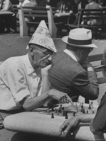 https://i1.wp.com/cache2.allpostersimages.com/p/LRG/27/2703/57FND00Z/affiches/mccombe-leonard-men-playing-chess-in-central-park.jpg