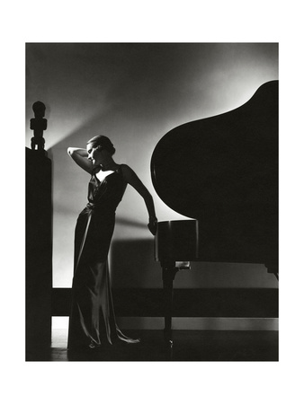 https://i1.wp.com/cache2.allpostersimages.com/p/LRG/60/6012/GH8B100Z/prints/edward-steichen-vogue-november-1935.jpg