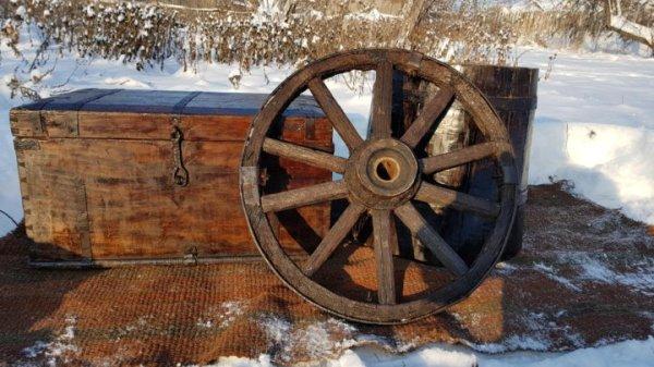 деревянная бочка,сундук и колесо покрытые лаком – купить в ...