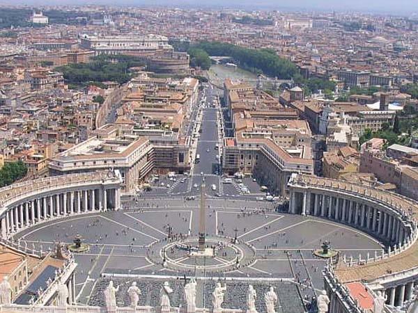 """En el escrito oficial en el que anunció su decisión, Joseph Ratzinger aseguró que """"ya no tiene fuerzas"""" para continuar al frente del Vaticano"""