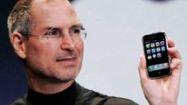 Un 9 de enero, pero de 2007, un misterioso evento de Apple le robó toda la atención (y público) a la feria CES. Los rumores hablaban que Steve Jobs quería lanzar un teléfono.