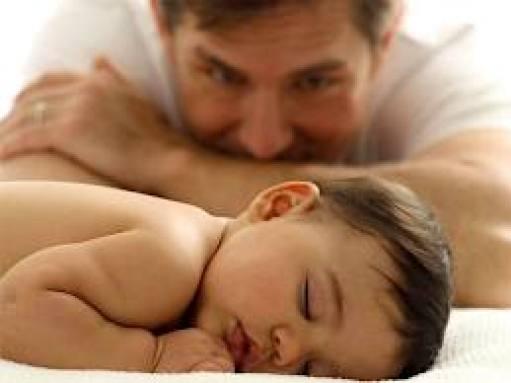 Señalan riesgos de ser padre tras los 40 años