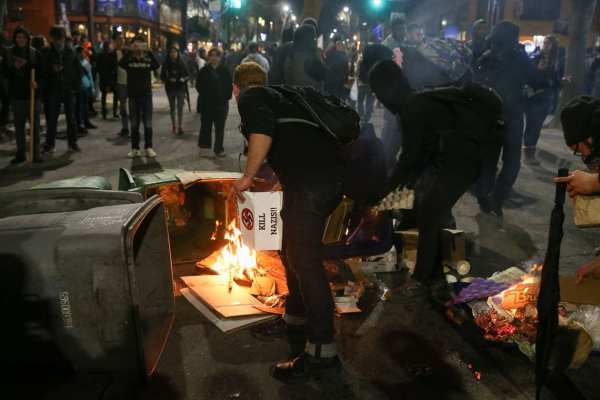 Proteste gegen Milo Yiannopoulos an der US-Universität ...
