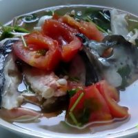 Cách làm món Đầu cá hồi nấu ngót