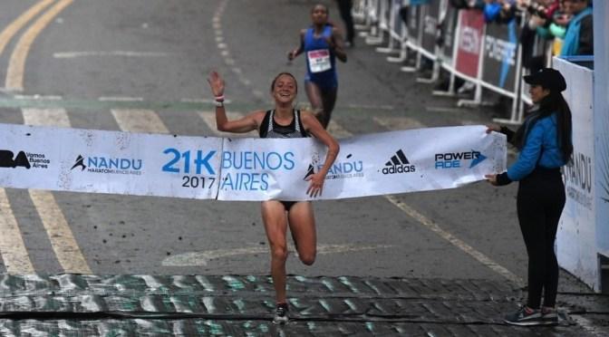 Florencia Borelli brilló con triunfo y récord en los 21k Buenos Aires