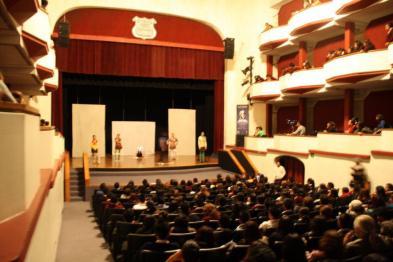 """""""La incontenible vida del respetable señor Ta Kah Brown"""". Dir. Colectivo Posibilista, en el teatro de la ciudad de Puebla, dentro del 1er Festival Internacional de Teatro Héctor Azar 2011."""