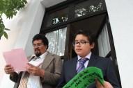 Lectura dramatizada en la fachada de CADAC. (Sebastián Mendoza y Pastor Díaz) 2012