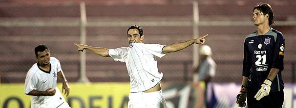 Corinthians vence graças a Chicão