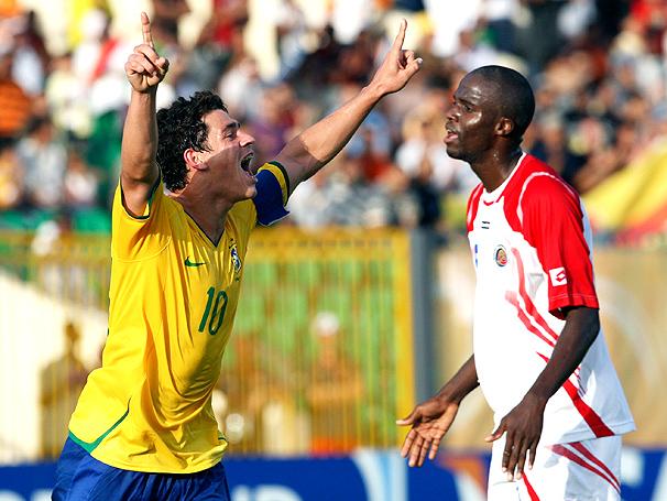 Giuliano comemorando o golaço marcado por ele. fonte: globoesporte.com