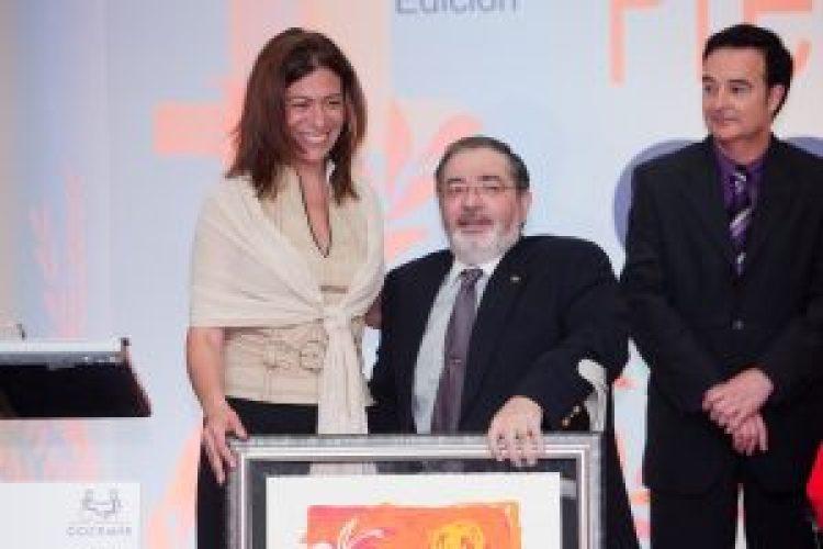 Carmen-Bodega-recoge-premio-COCEMFE