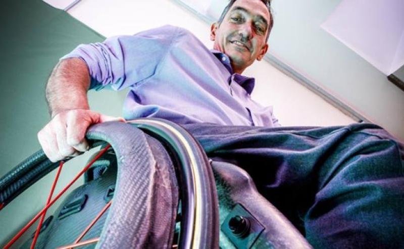 Toyota premia la creación de una silla de ruedas inteligente