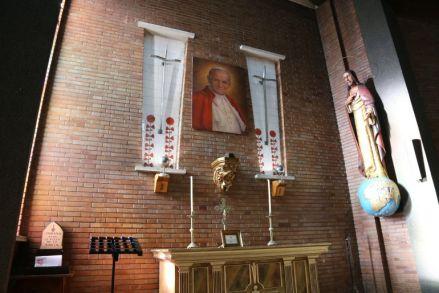 Imagen del altar de la reliquia en la iglesia nueva de Mequinenza