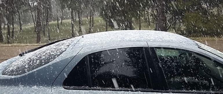La nieve ha hecho acto de presencia a escasos kilómetros de la capital castellano-manchega