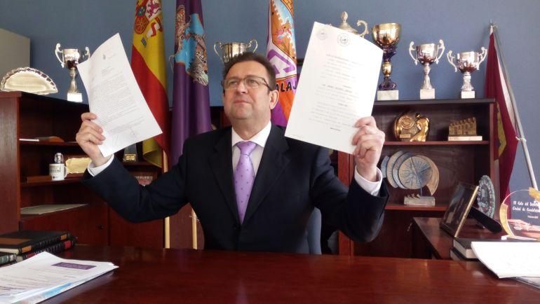José Luis Gonzalo, secretario del CD Guadalajara SAD, denuncia ante la policía, al adminstrador concursal, a los instantes del concurso y a periodistas.