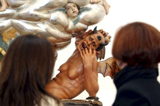 El diablo que sale a procesionar en Alicante.