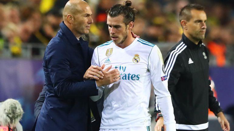Gareth Bale abandona el terreno de juego en el partido de Champions entre el Real Madrid y el Borussia Dortmund.