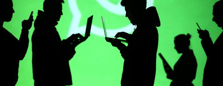 Usuarios de ordenador y móvil.