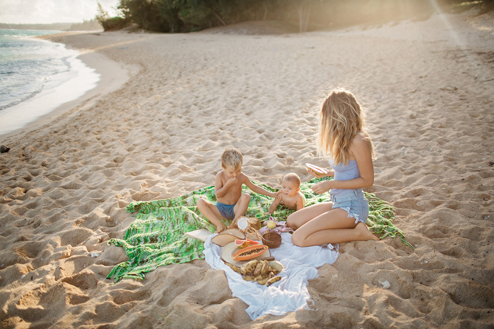 a gorgeous family session at baldwin beach by family photographer, cadencia photography.