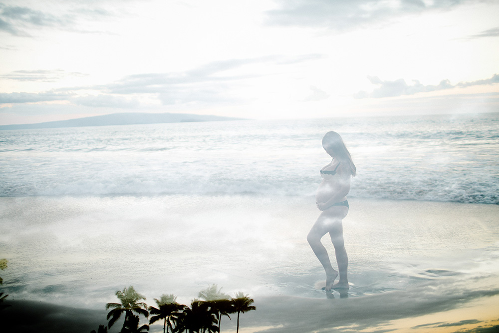 babymoon on maui with a maternity photography session