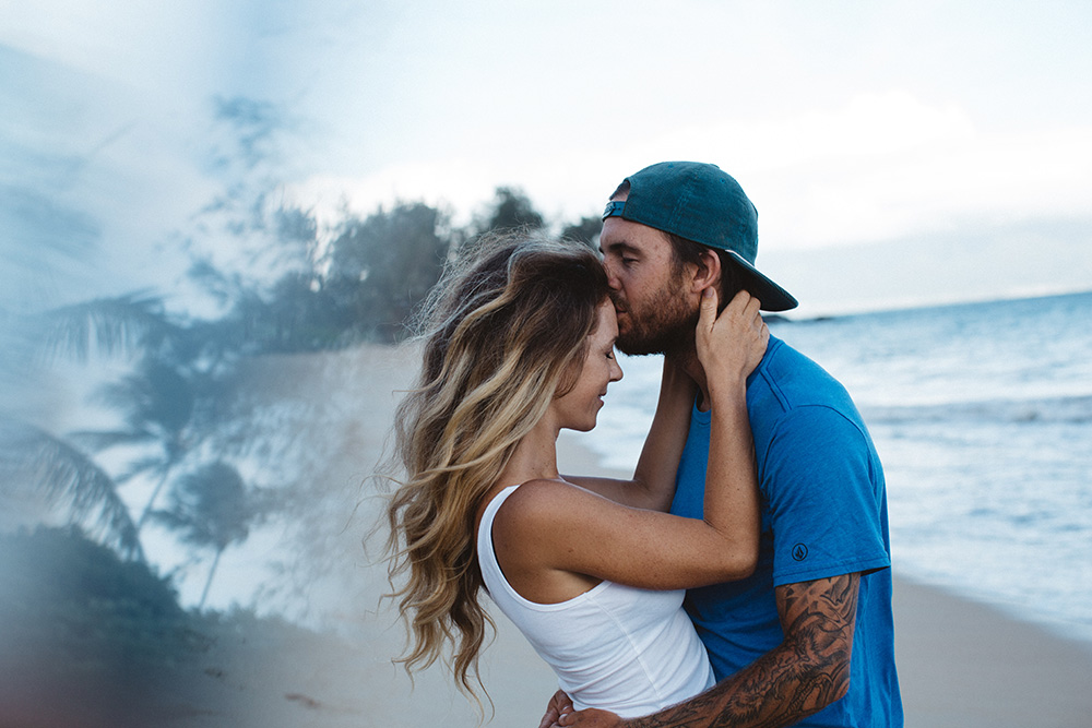 chelsea jean and her family photos at paia bay on maui with cadencia photography.