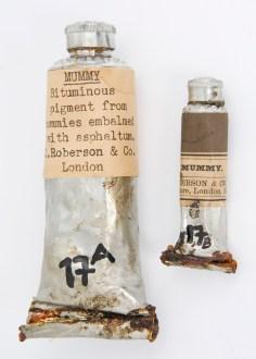O Marrom-Múmia, ou marrom egípcio, era feito usando-se múmias moídas.