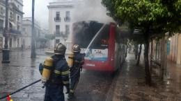 Autobús incendiado en Jerez