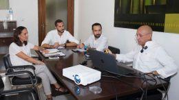 Mario Fernandez en una reunión con José Carlos García Gómez