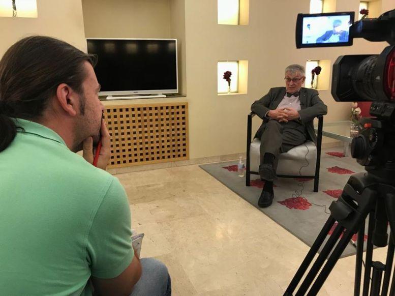 Santiago Moreno entrevista a Ángel Viñas para el documental 'Varela, un general con Baraka'