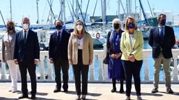 La consejera de Fomento, Marifrán Carazo, junto a los responsables de autoridades portuarias
