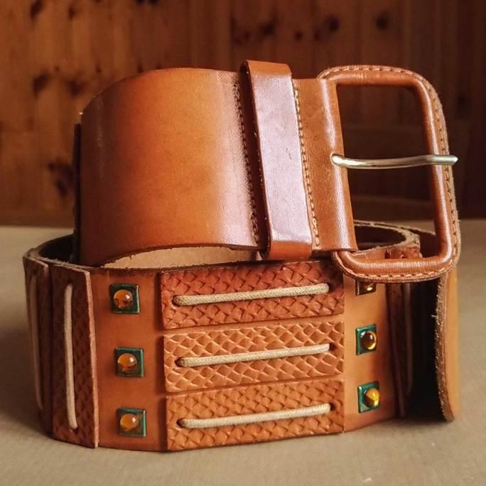 cintura vintage decorata in pelle