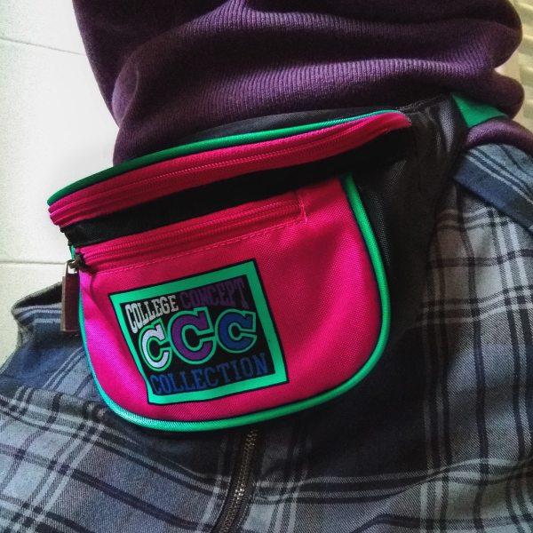 marsupio anni 90 College Concept Collection indossato