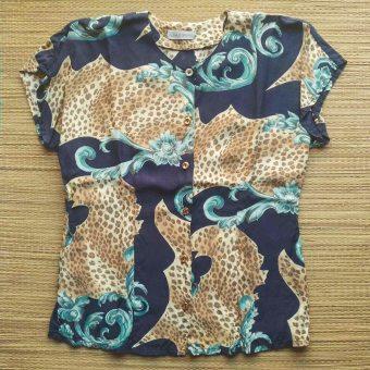 blusa anni '80 Alba Fornari, visione dall'alto su stuoia