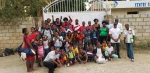 Photo finale avec tous les jeunes du CAEJ - Haïti à la fin de la cérémonie