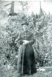 Jane Jones (nee Williams) at Rhiwiau Cochion in 1905