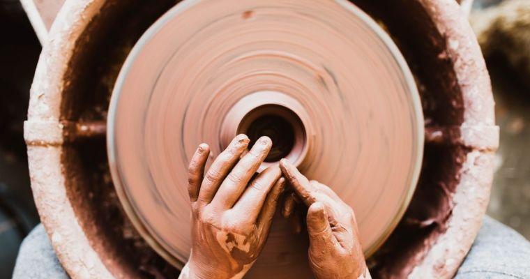 Beneficiile practicării ceramicii în terapia depresiei