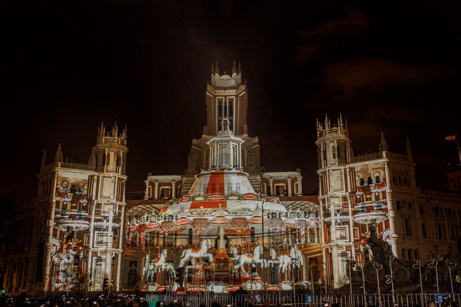 Panasonic Navidad Palacio de cibeles 6 - Panasonic cubre de Navidad el Palacio de Cibeles de Madrid