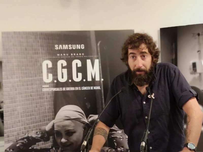 """Samsung inaugura en CaixaForum la exposición """"Corresponsales de Guerra en el Cáncer de Mama"""""""