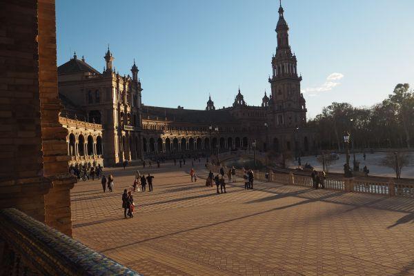 La Sevilla de dragones y una galaxia muy lejana